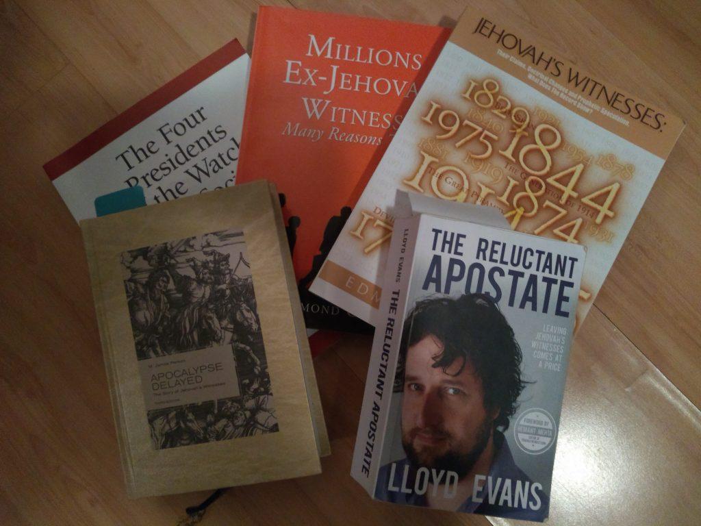 Niekoľko odborných kníh o dejinách svedkov a jedno svedectvo bývalého svedka v angličtine
